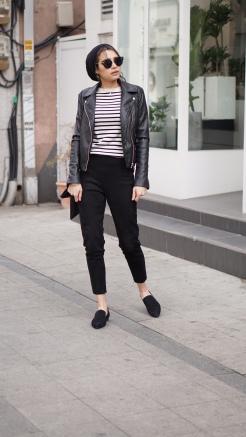 woman_wearing_black_trousers_breton_stripe_top_leather_jacket_and_hijab_on_street_in_seoul