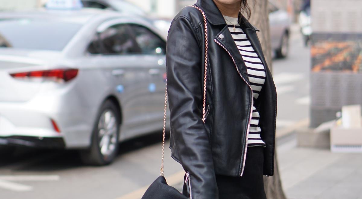 Parisian_woman_on_street_wearing_black_trousers_breton_top_leather_jacket