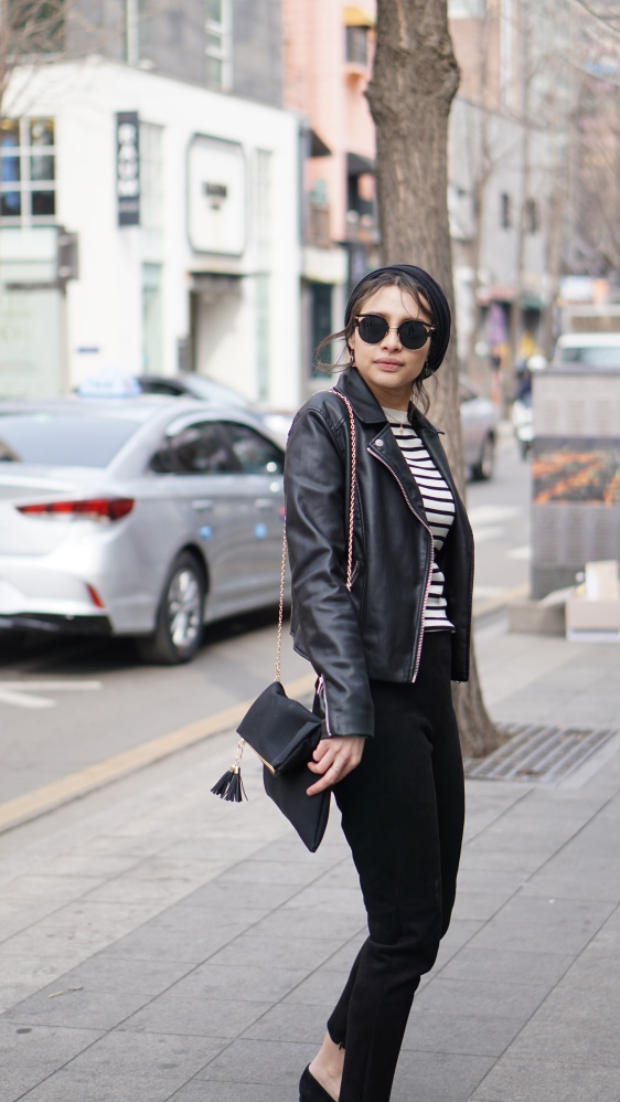 Parisian_woman_on_street_wearing_black_trousers_breton_top_leather_jacket