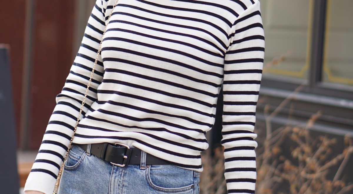 breton_stripe_top_blue_jeans_red_lipstick_french_outfit_woman