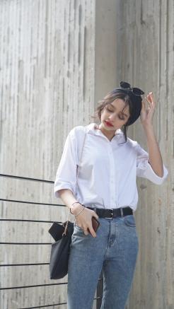 hijab_blogger_white_shirt_blue_jeans